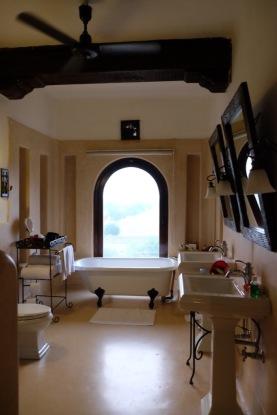 The bathroom in the luxurious Mihirgarh at Jaisalmer