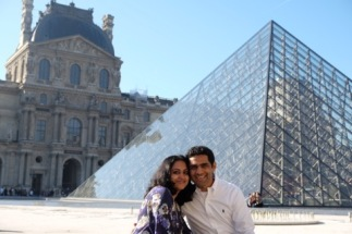 couple photo at the Louvre